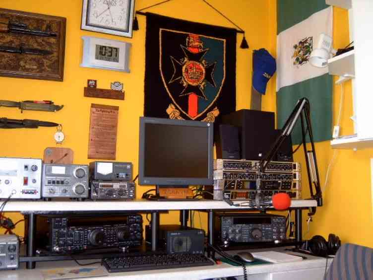 The Old ZS6AVM Shack!